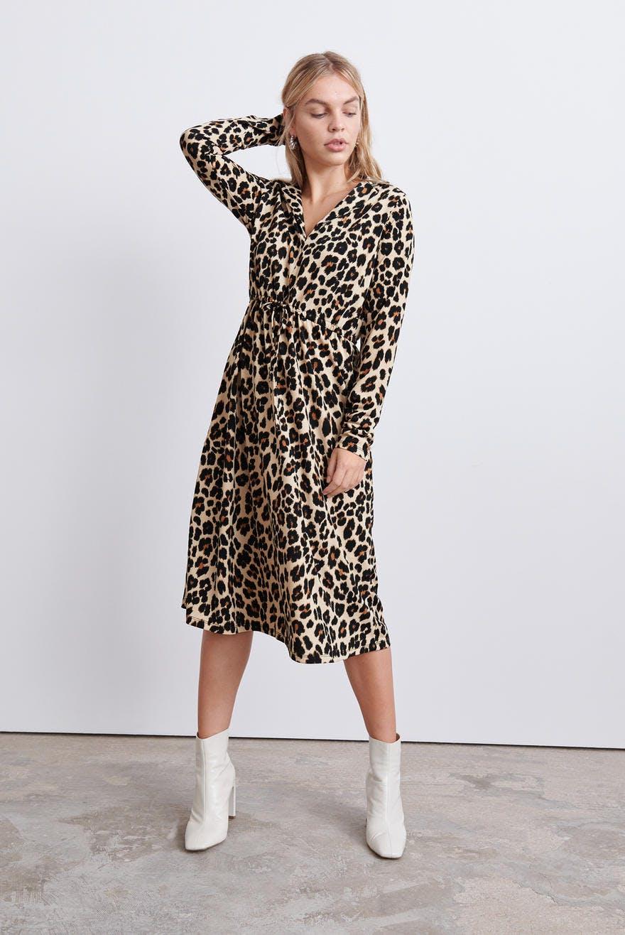 Klänningar Köp trendiga klänningar online Gina Tricot